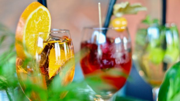 best-healthy-summer-mocktail-recipes-pajamas