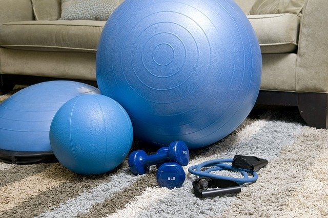 home-fitness-equipment-1840858_640 (1)