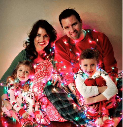 Christmas Pajamas Photoshoot.12 Funny Family Holiday Photo Ideas