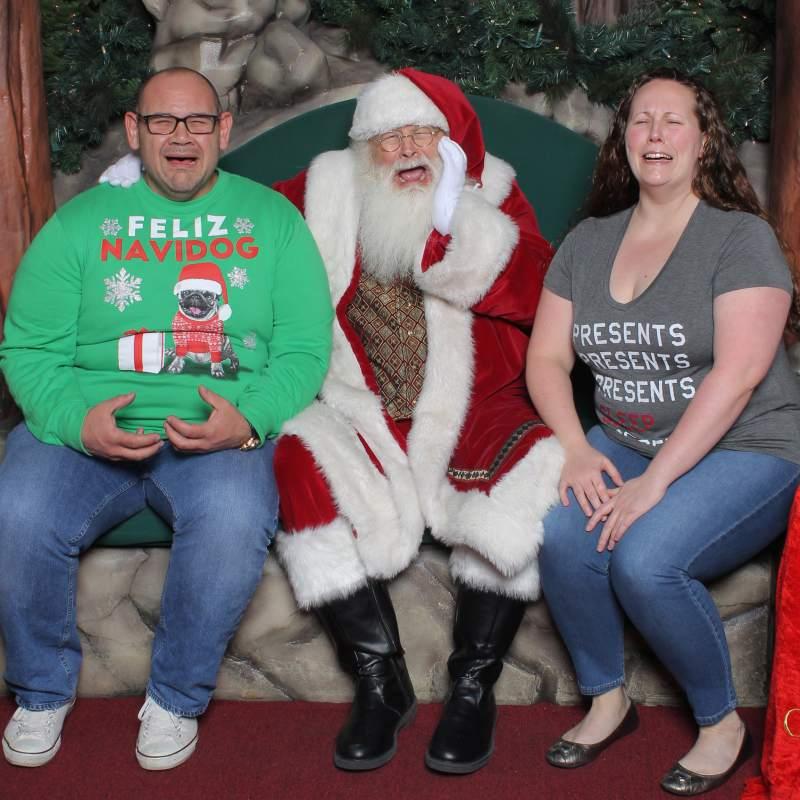 Family Christmas Pajamas Photoshoot.12 Funny Family Holiday Photo Ideas