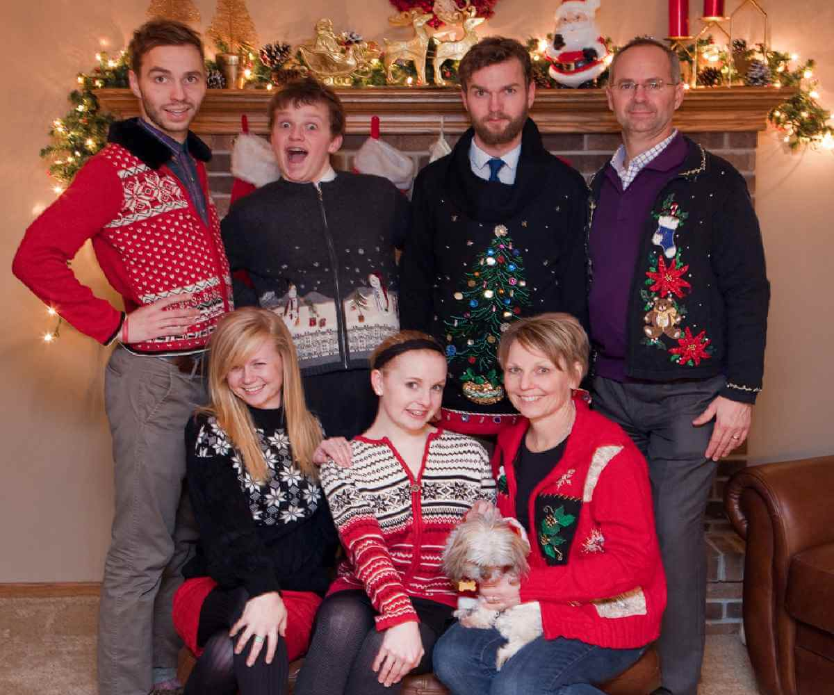 12 Funny Family Holiday Photo Ideas 699ebe8b7