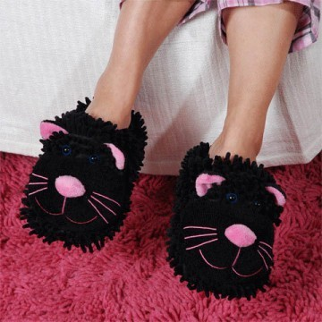"""Fuzzy Friends """"Black Cat"""" Slippers from Aroma Home"""