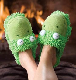 Fuzzy Friends Frog Spa Slippers from Aroma Home